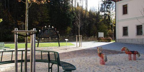 VD gestalteter Dorfplatz Tannenbergsthal Spielplatz