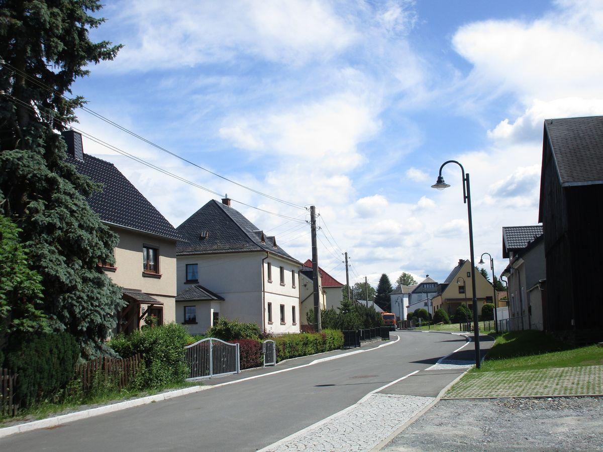 modernisierte Bergener Straße in Werda