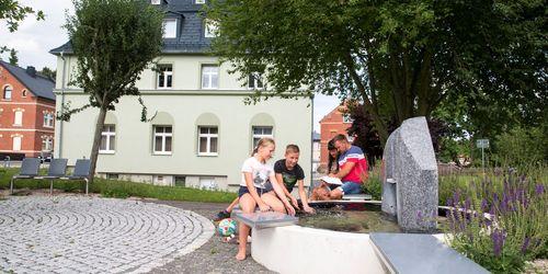 Brunnen am Rathaus Bergen Foto: Briese Werbung