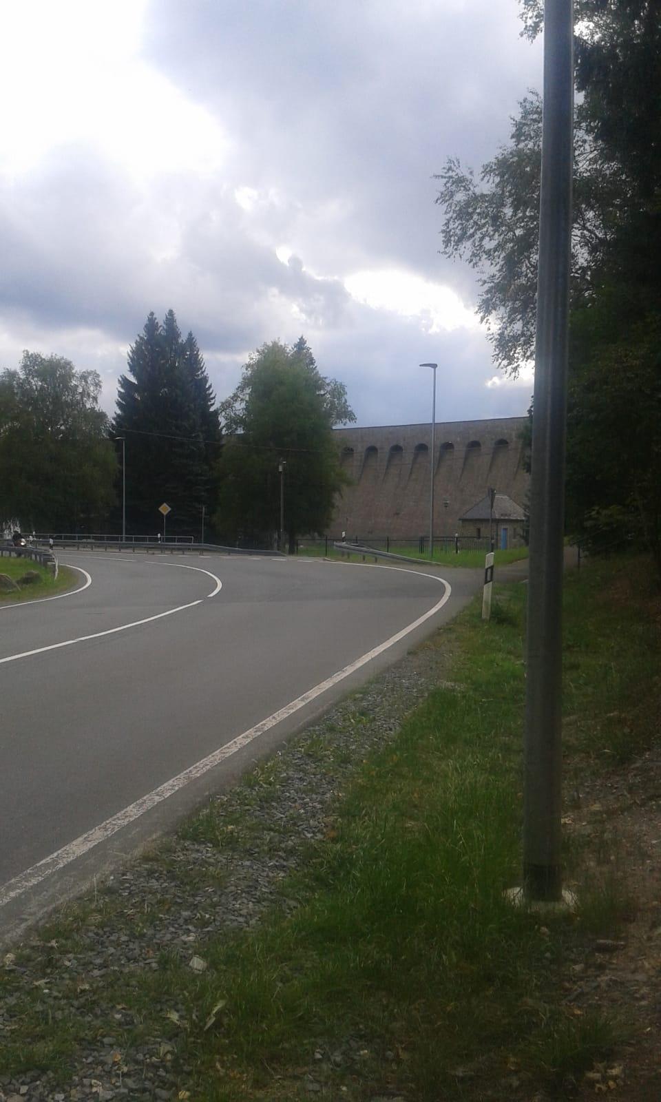 moderne Straßen-und Gehwegbeleuchtung im Flößerdorf Muldenberg